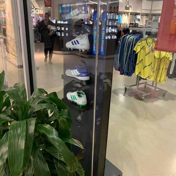 adidas Outlet - Flushing - 40-24