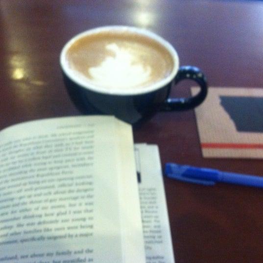 Foto tomada en Mars Cafe por emily d. el 11/9/2012