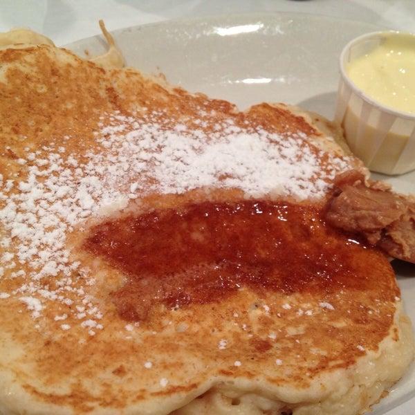 Снимок сделан в Southport Grocery & Cafe пользователем Dianne S. 9/28/2012