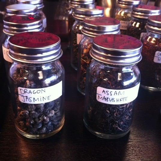 Foto scattata a Madame Zuzu's Tea House da Robert K. E. il 11/17/2012