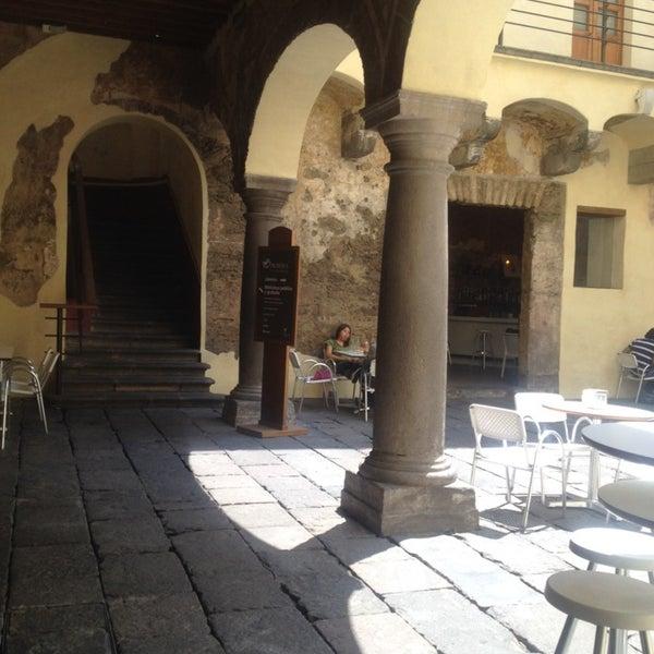 4/24/2014에 Abbie B.님이 Profética - Casa de la Lectura에서 찍은 사진