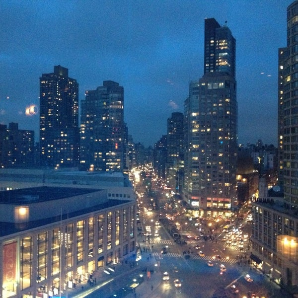 Снимок сделан в The Empire Hotel Rooftop пользователем Jon G. 3/11/2013