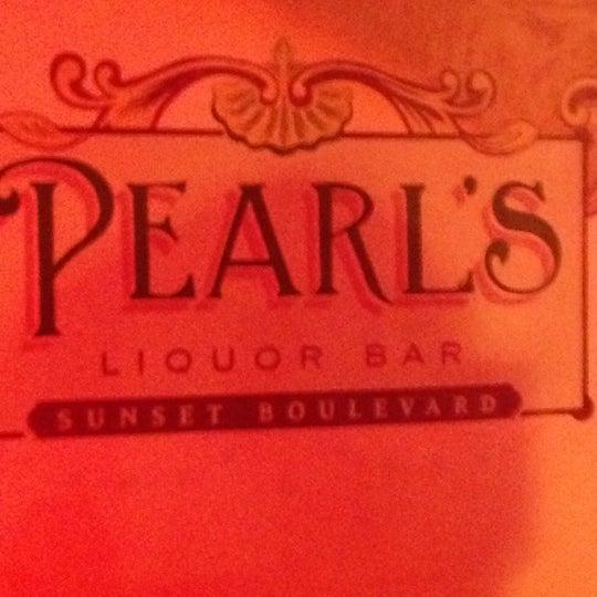8/28/2013 tarihinde Jonathan S.ziyaretçi tarafından Pearl's Liquor Bar'de çekilen fotoğraf