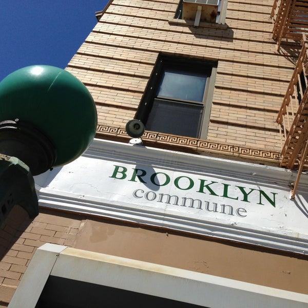 Foto tirada no(a) Brooklyn Commune por Dan S. em 4/6/2013