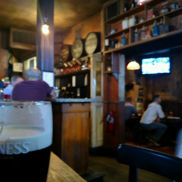 Foto tirada no(a) Tigin Irish Pub por Jerry Q. em 9/28/2016