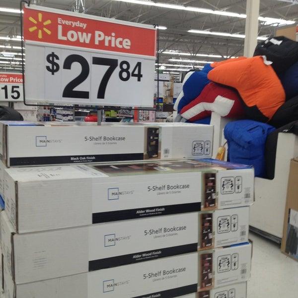 4/12/2013 tarihinde Shadow P.ziyaretçi tarafından Walmart'de çekilen fotoğraf