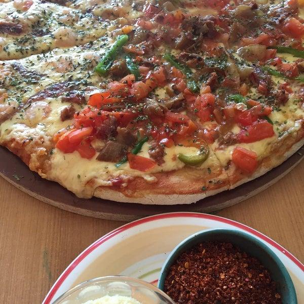 Foto scattata a Pizzeria La Torre da Carlos d. il 8/16/2015