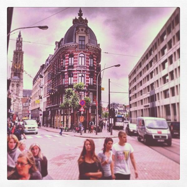Foto tirada no(a) MoMu - ModeMuseum Antwerpen por Frank H. em 7/3/2013