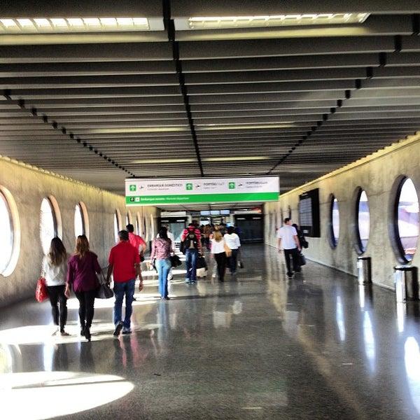Foto tomada en Aeropuerto Internacional de Brasilia Presidente Juscelino Kubitschek (BSB) por Língua S. el 9/8/2013