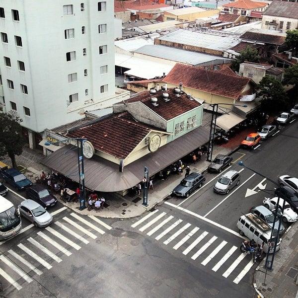 12/16/2012 tarihinde Língua S.ziyaretçi tarafından Pietro Casa do Chope'de çekilen fotoğraf