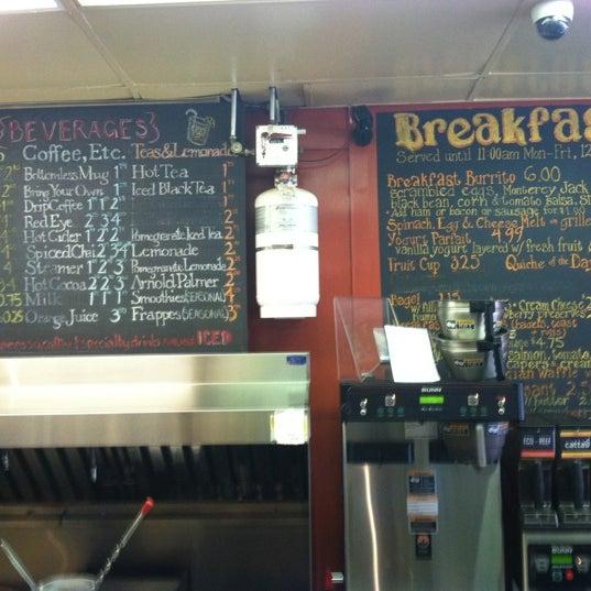 Foto diambil di On the Hill Cafe oleh Hewitt T. pada 11/19/2012