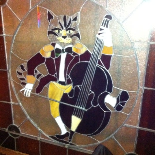 รูปภาพถ่ายที่ The Cat & Fiddle โดย Sal E. เมื่อ 1/3/2011