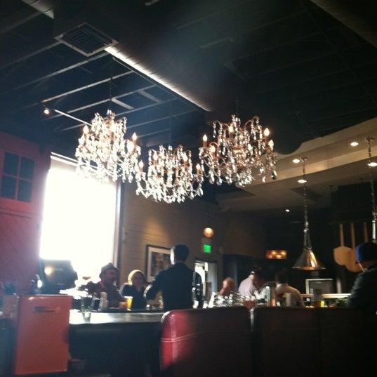 11/11/2012 tarihinde kellydoesseattleziyaretçi tarafından The Luggage Room Pizzeria'de çekilen fotoğraf