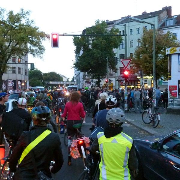 Critical Mass Berlin - Jeden letzten Freitag im Monat um 20 Uhr am Mariannenplatz und am Heinrichplatz sowie jeden ersten Sonntag im Monat um 14 Uhr am Brandenburger Tor. http://criticalmass.website