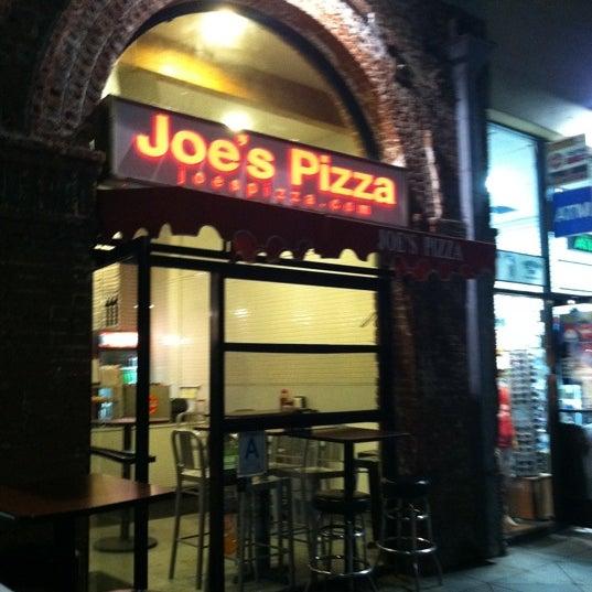 Photo prise au Joe's Pizza par Christina H. le11/13/2012