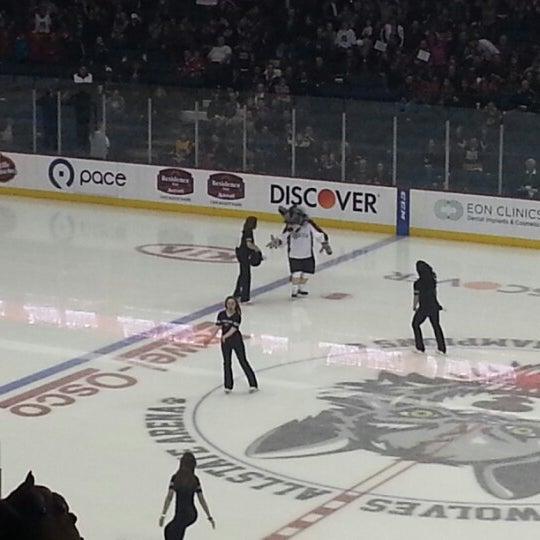 รูปภาพถ่ายที่ Allstate Arena โดย SpORK S. เมื่อ 12/2/2012