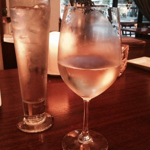 10/8/2013にJuli B.がThe Tangled Vine Wine Bar & Kitchenで撮った写真