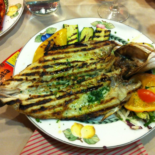 Foto diambil di Catullo - Ristorante Pizzeria oleh Özgür A. pada 2/5/2013