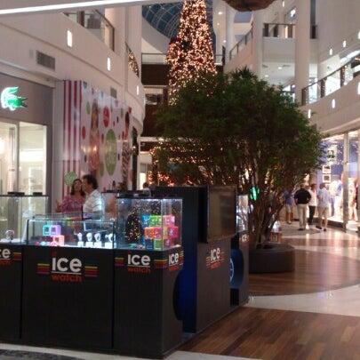 Foto tirada no(a) Shopping Crystal por Rafael Maciel V. em 11/24/2012