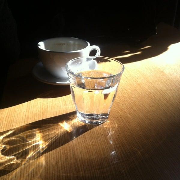 Foto tomada en Ports Coffee & Tea Co. por Petr S. el 1/18/2013