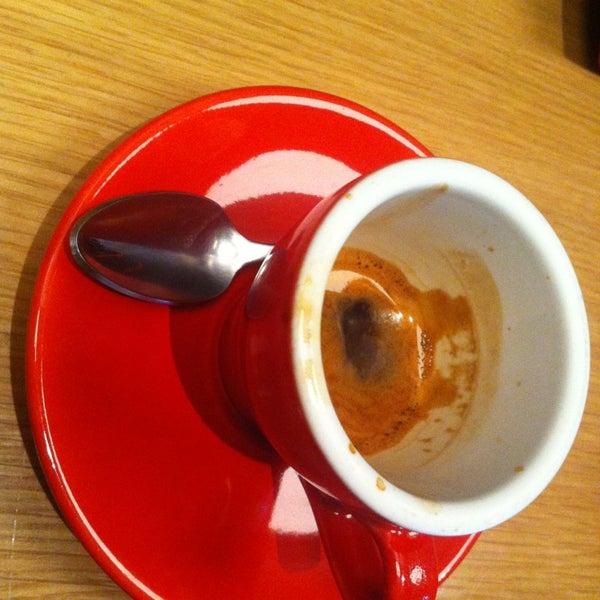 Foto tomada en Ports Coffee & Tea Co. por Petr S. el 1/15/2013