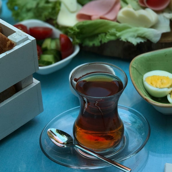 Foto tomada en Büyükada Bistro Candy Garden por Dilefrûz 🌹| أ. el 8/6/2017