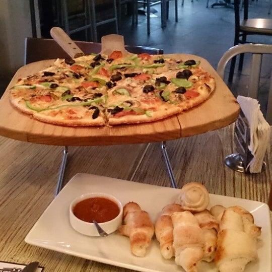 7/19/2014 tarihinde Jorge M.ziyaretçi tarafından Flippin' Pizza'de çekilen fotoğraf