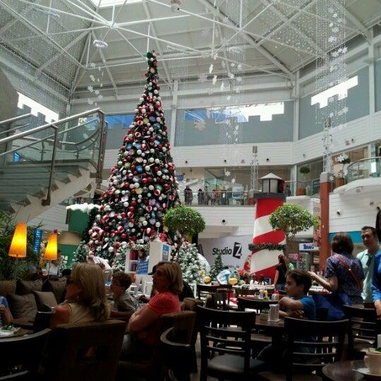 Снимок сделан в Floripa Shopping пользователем Jorge M. 12/28/2012