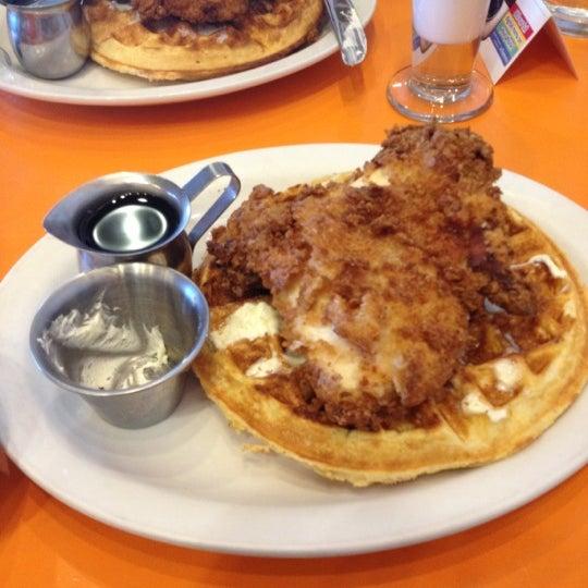 รูปภาพถ่ายที่ Jelly Cafe โดย Tyler W. เมื่อ 11/29/2012