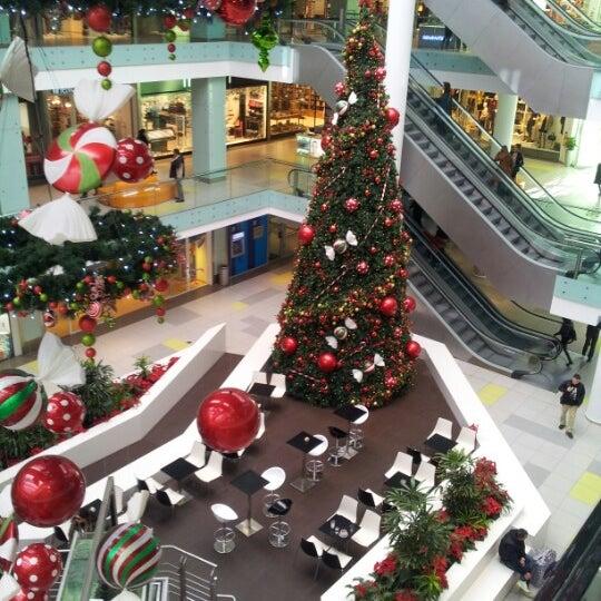 รูปภาพถ่ายที่ Athens Metro Mall โดย Sakistheodosios S. เมื่อ 12/4/2012