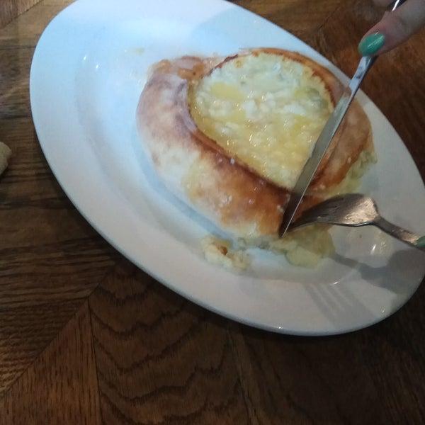 Очень вкусные хинкали, приятные официанты, лимонад домашний супер.Хачапури- вкусное тесто, пышное и нежное.