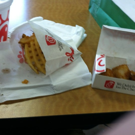 Foto diambil di Chick-fil-A oleh Lindsey U. pada 11/21/2012