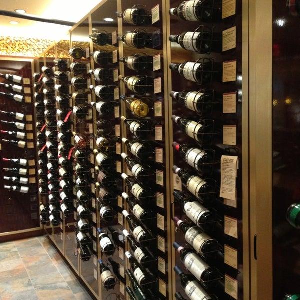 Foto tirada no(a) Astor Wines & Spirits por JW H. em 6/15/2013