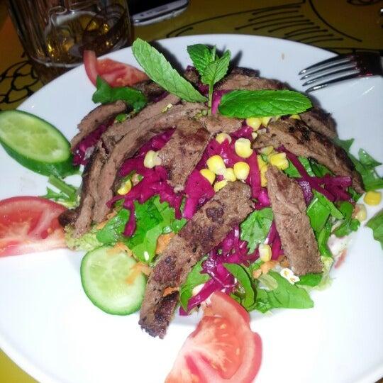 Photo prise au Brasserie Bomonti par Rabia ö. le12/20/2012