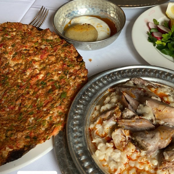 Photo prise au Seraf Restaurant par Ahmet Burak Y. le3/6/2020