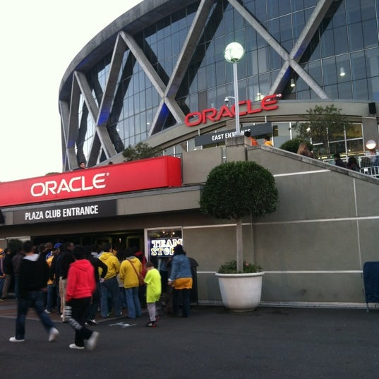 รูปภาพถ่ายที่ Oakland Arena โดย Jason L. เมื่อ 3/9/2013