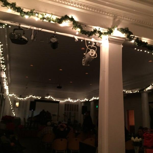 Das Foto wurde bei Geoffrey's Inner Circle von Veronica W. am 12/18/2015 aufgenommen