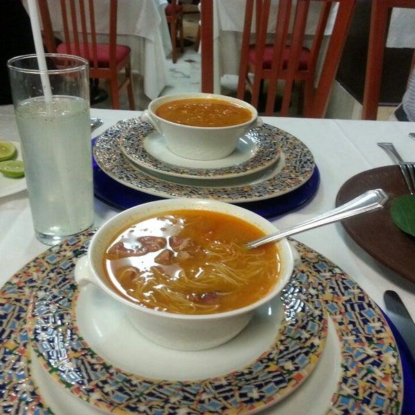 Das Foto wurde bei Restaurante Nicos von Naarai S. am 5/22/2013 aufgenommen