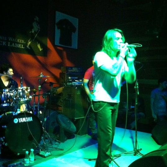 Foto tomada en Ozzie Pub por Karla M. el 10/14/2012