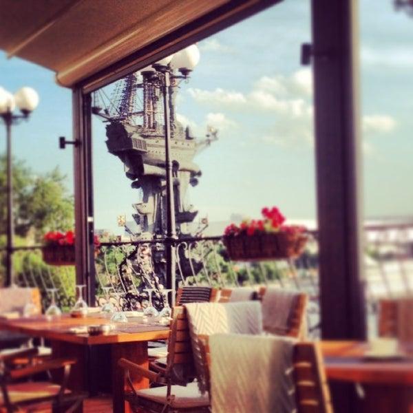 Foto tirada no(a) Ресторан & Lounge «Река» por P. G. em 6/10/2013