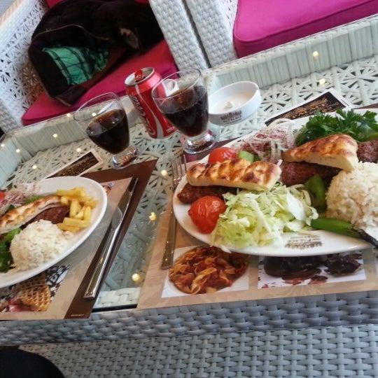 3/27/2013 tarihinde Nuran N.ziyaretçi tarafından Palace Cafe Restaurant & Bowling'de çekilen fotoğraf