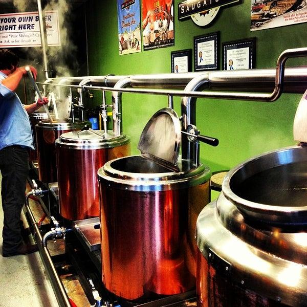 Снимок сделан в Saugatuck Brewing Company пользователем Rob G. 1/12/2013
