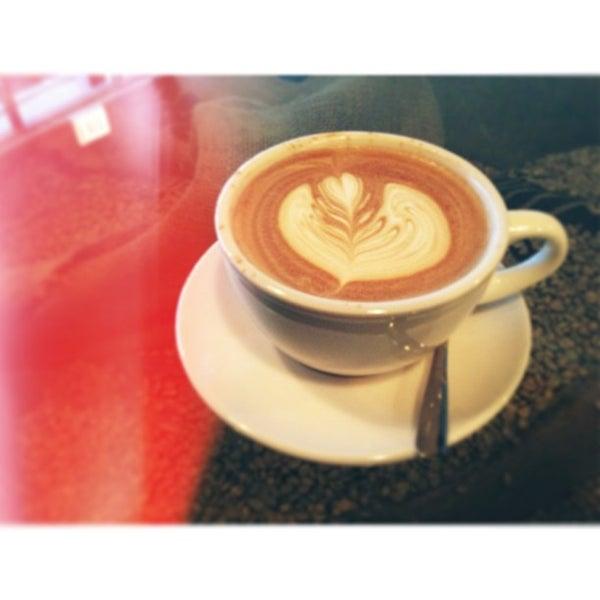 Photo prise au Bow Truss Coffee par Eric P. le2/13/2013