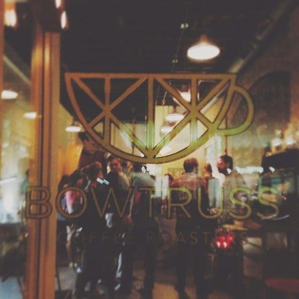 Photo prise au Bow Truss Coffee par Eric P. le9/13/2013