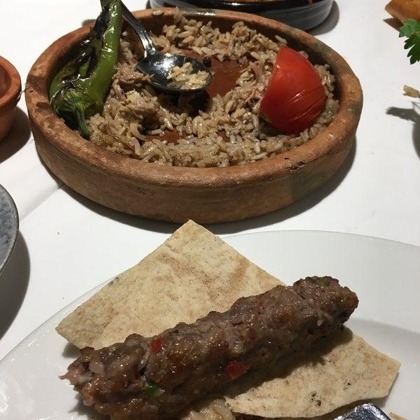 Das Foto wurde bei Seraf Restaurant von Yasemin A. am 5/8/2019 aufgenommen