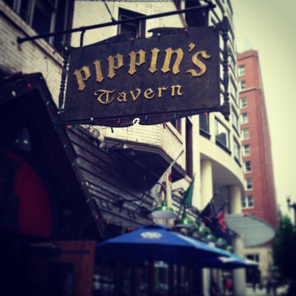 Foto diambil di Pippin's Tavern oleh Rush and Division pada 8/1/2013