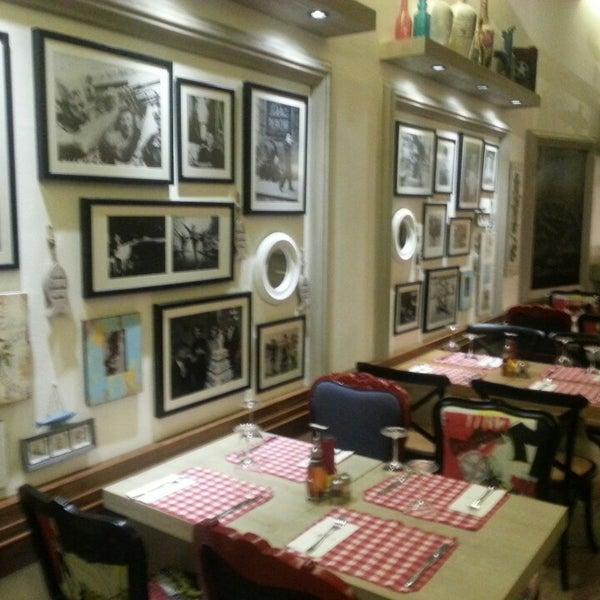 Das Foto wurde bei Il Vicino Pizzeria von Feyza Ö. am 9/19/2013 aufgenommen