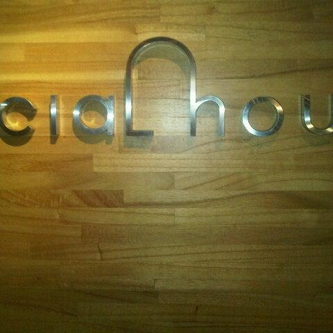 Das Foto wurde bei SOCIAL HOUSE von melz m. am 3/1/2013 aufgenommen