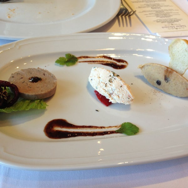 Foto diambil di Asitane Restaurant oleh ResaT pada 4/21/2013