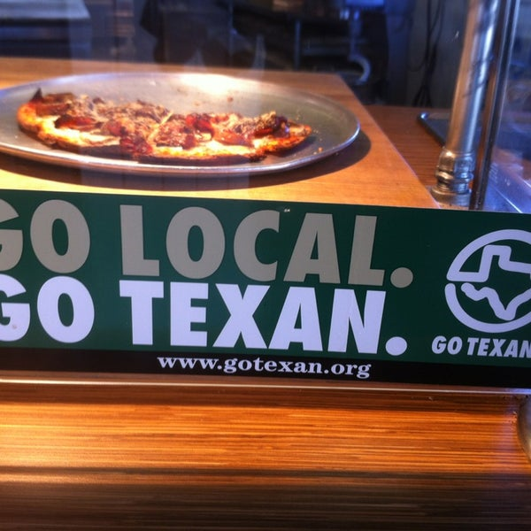 Foto tomada en West Crust Artisan Pizza por Jason W. el 7/13/2013